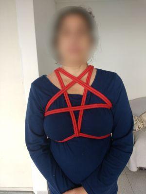 Pentagrama en torso  Cuerda algodón, 6 mm, roja