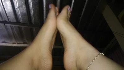 Alguien dispuesto a chapar estos pies?