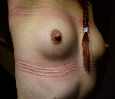 Las marcas dejadas luego de un bondage, son motivo de orgullo para un dominante, ademas de ser tan hermosas y satisfactorias de ver y sentir.